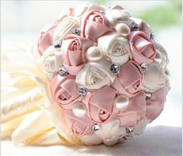 bayas de rosas Rebajas Boda Ramos de novia hechos a mano flores artificiales Peal Crystal Rhinestone Rose suministros de la boda Novia Holding broche ramo