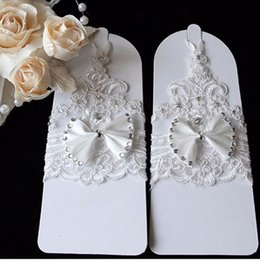 Wholesale High Quality Wedding Gloves - Cheap Free Shipping Short Bridal Gloves Lace Bow Wedding Gloves 2016 High Quality Fingerless Beaded Lace Wedding Gloves