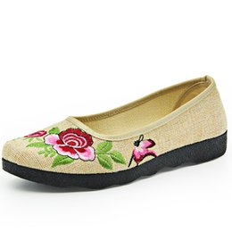 Wholesale Beige Dance Shoes - 2017 Spring Autumn New Women Casual Embroidery National Driving Dance Shoes Comfortable Breathable Canvas Flats Slip-on Shoes 35-41