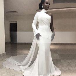 Wholesale Moderno Blanco Cuello alto Sola manga larga Sirena Vestidos de noche formales Tren de la gasa Trompeta simple África Vestidos de noche de las mujeres