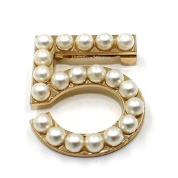 Wholesale New Fashion Ladies Girls Brooches Pearls Brooches Pin Clips Clothing Accessories Suitable for Any Occasions