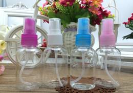 bouteilles de parfum en porcelaine Promotion 50 ml bouteille d'emballage transparent bouteille en plastique de parfum de pulvérisation bouteille PET haute qualité rechargeable avec pompe de pulvérisation