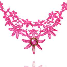 schwarzer rosafarbener blumenanhänger Rabatt Trendy Rose Red Lace Choker Halskette mit Blumenform Anhänger Charm Fashion Schwarz Weiß European Style Statement Halsketten