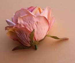 Petali di fiori artificiali bianchi online-alta qualità 7 cm artificiale fiore di rosa testa fiore matrimonio palla fiore di seta artificiale petali multistrato rosa bianco Champagne