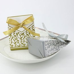Wholesale Wedding Sugars Favors - 50pcs Gift Box Candy Cake Box with Ribbon Wedding Favors Box Lovely Sugar Case Packaging Bag Wedding Party Decoration