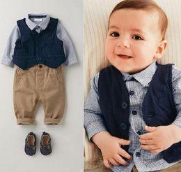 Roupa de colete de bebê on-line-Nova primavera outono meninos do bebê 3 pcs roupas definir crianças camisa xadrez + colete + calças roupas terno crianças menino roupas w036
