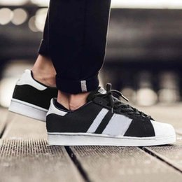 Wholesale Outdoor Running Clothes - 2017 Superstar mens Women Casual shoes Clothes Superstar smith stan Female Flat Shoes Running Shoes Black White Color size 36-44 With Box