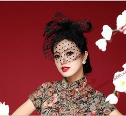 Wholesale Red Veil Fascinator - Black Feathers Bridal Hats Bridal Fascinators Women's Party Face Veil Accessories Red White Wedding Hats Accessories