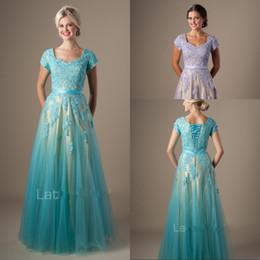 Vestidos de fiesta azul lila online-Lila Nude Blue Long Dos tonos Una línea de vestidos de fiesta modestos con mangas Apliques de encaje Gorro mangas Vestidos de fiesta Vestidos de madre de novia