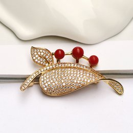 Wholesale Antique Coral Jewelry - 2017 new Pod coral Brooch Red Coral Bead R=6mm Women fashion jewelry Gold-plated Brooch free shipping