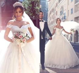 Abiti da sposa di lusso arabo Tulle Applique bordato fuori dalla spalla breve abito con maniche ricamate abito da sera bianco pizzo-up da