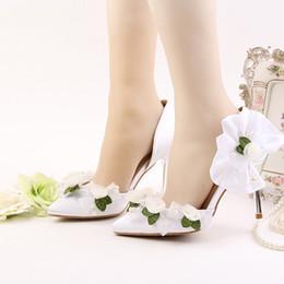 2017 Le plus récent pointeur pointu Toe 9cm Talons hauts vert avec dentelle blanche Perles de fleurs Décoration Stiletto Party bal Nuptiale Chaussures de mariage ? partir de fabricateur