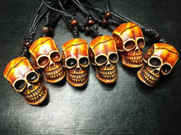 Wholesale Carved Lucite - free shipping Yqtdmy 12 PCS Carved Jewelry Imitation Carving Horror Skeleton Skull Head Necklace Gift