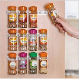 кухонные стеллажи Скидка Wholesale- 4pcs/set Plastic Spice Clips Gripper Wall Rack Storage Holders Flavoring Bottles Organizer hooks Kitchen Accessories EJ677340