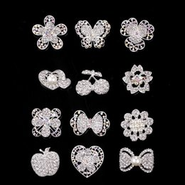 Wholesale Korean Luxury Wedding Dresses - Wholesale Luxury Korean Style diamond brooches Pearl Flower Heart Butterfly Brooches Pins Clothing Accessories For Coat Dresses