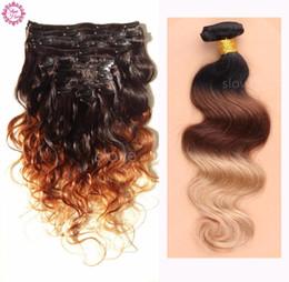 Envío gratis 8A Dye Ombre Clip de la trama del pelo en extensiones de cabello humano rizado negro a marrón colores Ombre Clip en la extensión del pelo desde fabricantes