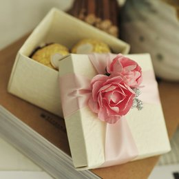 Wholesale Birthday Party Boxes - 50pcs Pink Rose Favor Box with Ribbon Wedding Party Favor Candy Boxes Christmas Gift Boxes or Yellow Rose