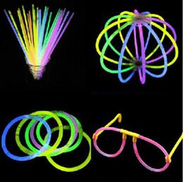 """2019 vestiti da filo 100 pz / set X 8 """"Light up Toys Glow Stick Bracciali Colori misti Bomboniere Forniture (Tubo di 100)"""