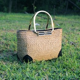 Wholesale Low Hand Bags - New retro eco-friendly low-carbon seaweed woven bag simple fashion women's metal hand-seated beach vacation beach bag