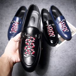 Wholesale British Sneakers - British style Men's Flat Casual Shoes Fashion comfortable pointed loafer shoes Sneakers Man embroidery Driving shoes