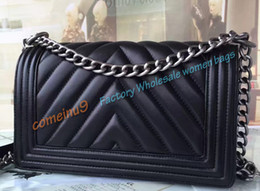 Wholesale Rivet Woman Belts - Comeinu9 2017 Women Genuine Leather Shoulder Bag Fashion 25cm Black Lambskin chevron Flap Bag V stitched Boy Handbags Aged Silver Chain Belt