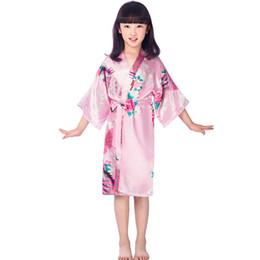Nachthemd heißes mädchen online-11 Farben Mädchen Satin Kimono Roben Hochzeit Brautjungfer Partei Mädchen Seide Bademäntel Pfau Nachthemd Nachtwäsche feste Mädchen robres Qualität heiß