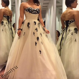 Wholesale Sweetheart Corset Tea Length - 2017 Gothic Plus Size Wedding Dresses With Black Appliques Beads Custom Sweetheart Sleeveless Corset Tulle A Line Long Country Bridal Gowns