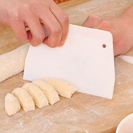 Wholesale plastic kitchen scraper - Dough Pizza Cutter Pastry Slicer Blade Cake Bread Pasty Scraper Blade Kitchen Tool Pastry Cutters 1PC
