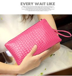 Wholesale Card Color Change - The new ms han edition pure color pu leather hand bag embossed zipper crocodile grain change purse Fashion female wallet