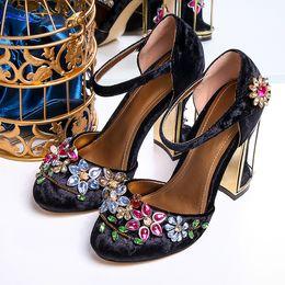 Wholesale Luxury Gems Wedding Shoes - Handmade 100% Genuine leather Casual Shoes Women's Shoes luxury court vintage Gem diamond sandals flowers Cage Wedding Shoe Mary Jane shoes