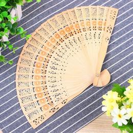 Artisanat du bois en Ligne-Fans de bois Mariage nuptiale Chinois Accessoires en bois À la main Faveurs fantaisie Petits cadeaux pour les dames Mesdames Sculptures sur bois à la main Arts Artisanat