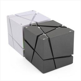 edificio per casse per diffusori Sconti Qone EDGE Mini altoparlante Bluetooth portatile con LED Light Built-in 500mAh Battery Sound Box Mp3 Altoparlanti Subwoofer