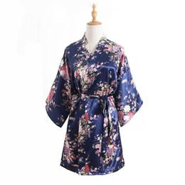 Al por mayor-Nueva llegada de las mujeres chinas de imitación de seda Kimono Mini bata bata de baño azul marino verano Yukata camisón Pijama Mujer One Size Mys007 desde fabricantes