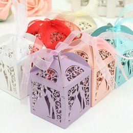 Wholesale cutting food box - 50pcs Couple Design Luxury Lase Cut Paper Wedding Gift Boxes Sweets Candy Boxes Wedding Romantic Suger Box with Ribbon(White)