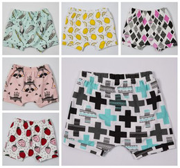 Wholesale Wholesale Girls Diaper Covers - 2017 summer boys harem pants infant ins cotton shorts geometric printed pp pants baby girls casual trousers diaper covers bloomers wholesale