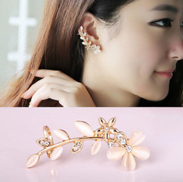 Wholesale Flower Ear Cuff Stud Earring - 2017 New Flower Shape Rhinestone Left Ear Cuff Clip Golden Earring Ear Stud Free Shipping G559