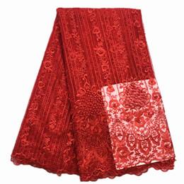 2018 Очень хорошее качество аппликация дизайн кружева ткань из бисера тюль французский кружева с 3D цветы большой партии платье кружева красный цвет cheap very red dress от Поставщики очень красное платье