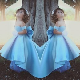 Wholesale big flower pictures - 2018 Cute Flower Girl Dresses For Wedding Off Shoulder Big Bow Satin High Low Modest Girls Pageant Dress Kids Birthday Party Gowns Cheap