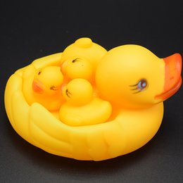 Wholesale Plastic Ducks - Hot sell 4pcs set Bathroom toys Baby Rubber Duck Mother and three Duck babies Family Swimming Bath Water Toys