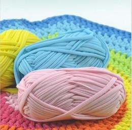 lace stoff geschenk taschen Rabatt Weiches starkes Garn für das Stricken des Teppich-heißen Verkaufs-Handtaschen-großen 8-10mm Häkelarbeit-Tuch-Fantasie-Garns lanas para tejer 100g / lot