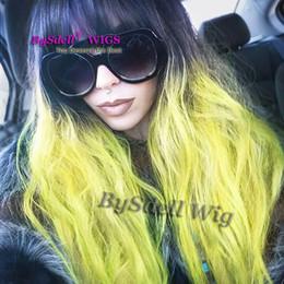 ordentliche ponyperücke Rabatt Neue Ankunft schwarz Ombre fluoreszierende gelbe grüne Farbe Haar Perücke synthetische natürliche Welle volle Perücke mit ordentlich Bang