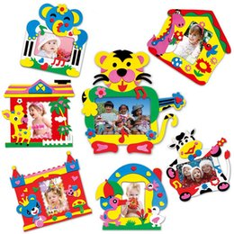 marcos al por mayor para la elaboración Rebajas Venta al por mayor- DIY EVA Foam Sticker Photo Frame Crafts Niños autoadhesivos Photo Frames Kids Artesanía creativa Clases Juguete hecho a mano