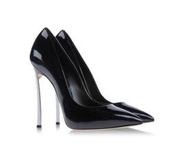 Tacón alto de plata online-Más el tamaño 43 Zapatos de diseño para mujer Bombas Patente de cuero Deslizamiento en la hoja Stiletto Tacones altos Oficina Fiesta Zapatos de boda Oro Plata