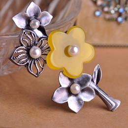 Wholesale Decorative Flower Brooch - Wholesale- Vintage Large Flower Brooches Hat Pins Hijab Decorative Pearl Yellow Brooch Artificial Jade Shoulder Corsages Suit Clips Jewelry