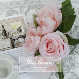 mazzo di rose rosa fiori Sconti Un mazzo di 7 rami (3 rose + 4 peonia) Fiori artificiali domestici Decorazione floreale di seta di cerimonia nuziale del fiore di disposizioni di rosa Trasporto libero