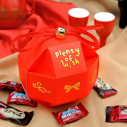 Wholesale Chinese Boxes Wedding Favors - Chinese Wedding Favors Candy Boxes with Ribbon Bell Individuality Romantic Xmas Wedding Favors Party Paper Gift Candy Box