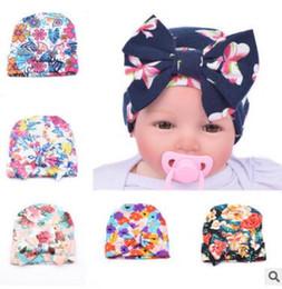 Nouveau-né bébé chapeau floral grand arc bébé chapeaux coton bio printemps  automne chapeau nouveau-né hôpital chapeau chapeau de bonnet infantile  beanies de ... c1b7f1ba66d
