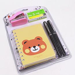 grampeador para escritório Desconto Mini grampeador com grampos, jornal (notebook), 2 canetas embalagem blister definido por frete grátis