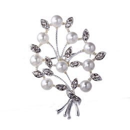 Wholesale Cheap Gold Flower Pins - Wholesale- Promotion Cheap Fashion Crystal Flower rhinestone Brooch Pins Women Wedding Silver Brooches