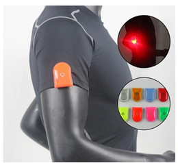 Wholesale Cycle Bulbs - LED Safety Light Reflective Magnet Clip On Strobe Running Walking Bike Cycling (Size: Random Color)